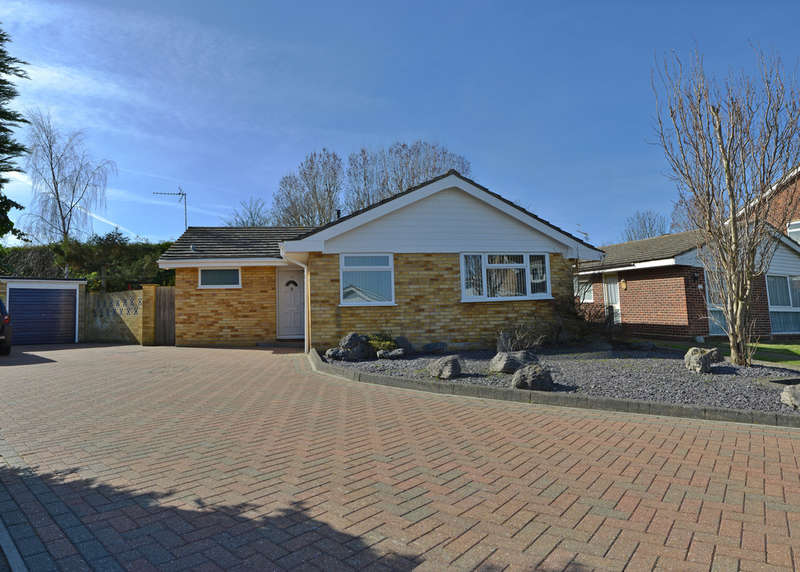 3 Bedrooms Detached Bungalow for sale in Chestnut Close, Burnham-on-Crouch
