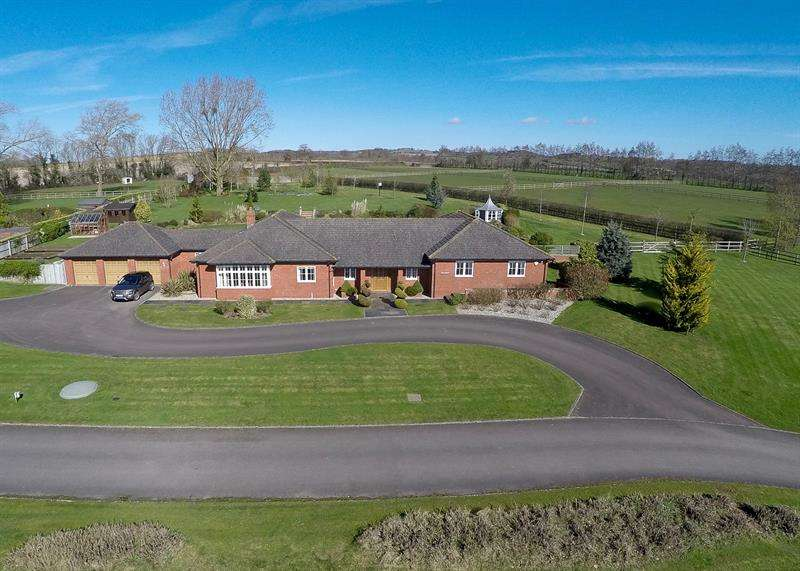 4 Bedrooms Detached Bungalow for sale in The Downs, Phocle Green, Ross-On-Wye