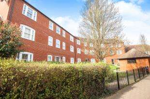 2 Bedrooms Flat for sale in Station Road West, Canterbury, Kent, Canterbury