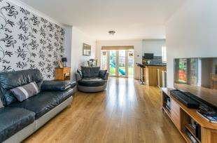 4 Bedrooms Semi Detached House for sale in Romsey Close, Rochester, Kent