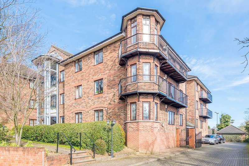 2 Bedrooms Flat for sale in Park View Road, Ealing, W5