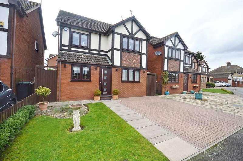 3 Bedrooms Detached House for sale in Tudor Manor Gardens, Garston, Hertfordshire, WD25
