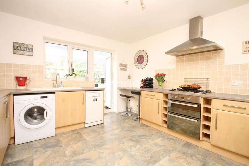 3 Bedrooms Semi Detached House for sale in Barnesdale Crescent, Orpington, Kent, BR5