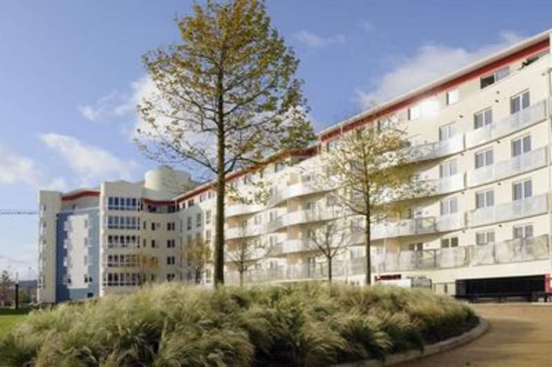 3 Bedrooms Apartment Flat for rent in Harbourside, The Crescent, BS1 5JR