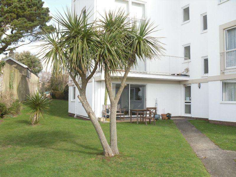 2 Bedrooms Apartment Flat for sale in Furzehill Road, Torquay