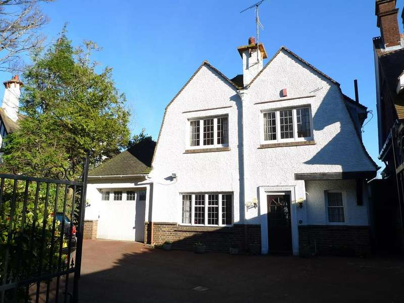 4 Bedrooms Detached House for sale in Darley Road, Meads, Eastbourne, BN20