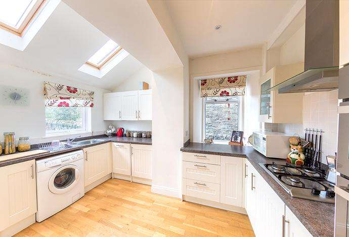 3 Bedrooms Detached House for sale in 38 Hillside Terrace, Selkirk, TD7 4ND