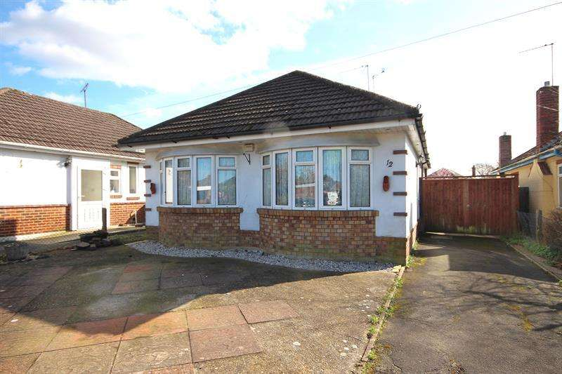 3 Bedrooms Detached Bungalow for sale in Lambs Close, Poole