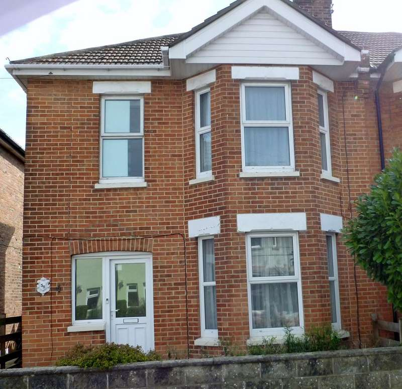 4 Bedrooms Semi Detached House for rent in Cyril Road
