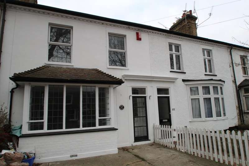 3 Bedrooms Terraced House for sale in Cambridge Road, Southend