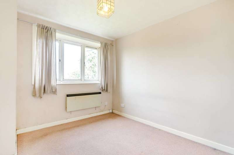 2 Bedrooms Flat for sale in Kingswood Drive, Crystal Palace, SE19