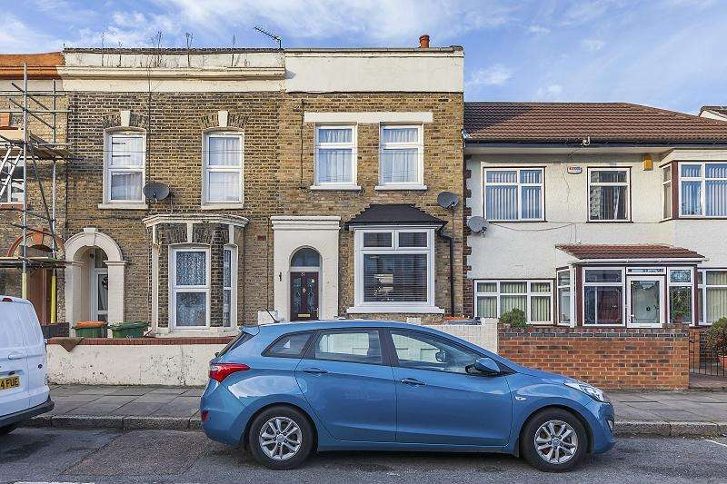 3 Bedrooms Terraced House for sale in Cedars Road, London, Greater London. E15