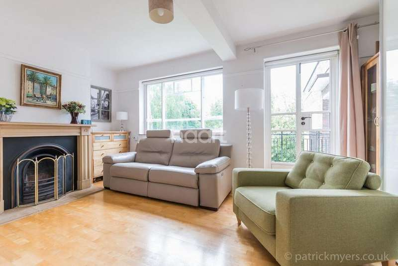 3 Bedrooms Flat for sale in Rye Court, Peckham Rye, East Dulwich, London, SE22