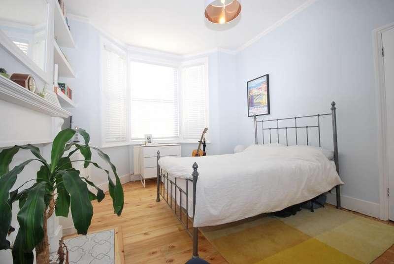 2 Bedrooms Flat for sale in Crebor Street East Dulwich SE22