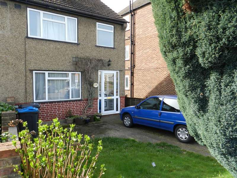 3 Bedrooms Property for sale in Moor Lane, Chessington