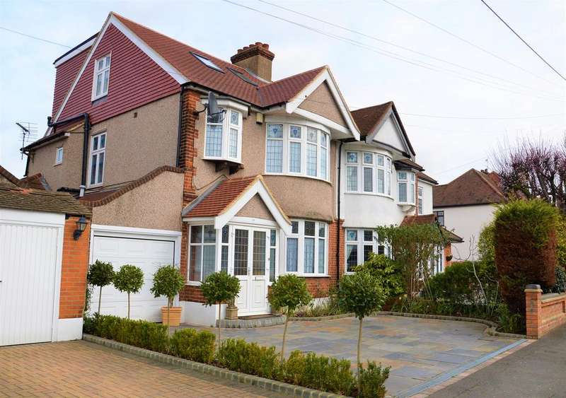 5 Bedrooms Semi Detached House for sale in Gaynes Park Road, Upminster RM14