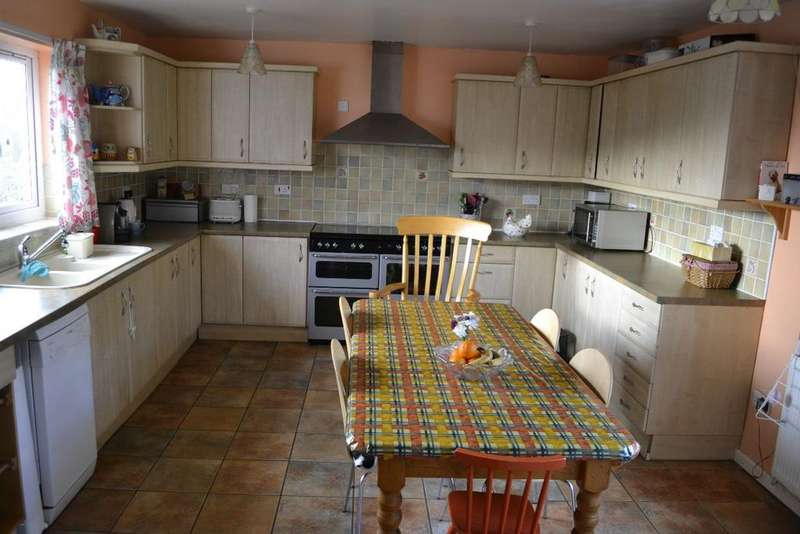 4 Bedrooms Semi Detached House for sale in Baille Smith Avenue