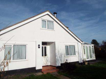 3 Bedrooms Detached House for sale in St. Hilarys Drive, Deganwy, Conwy, LL31