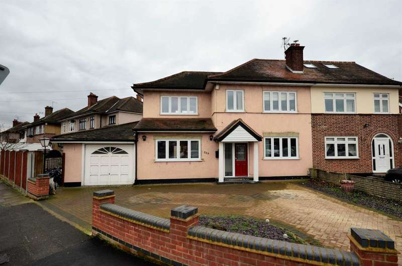 4 Bedrooms Semi Detached House for sale in Carter Drive, Romford