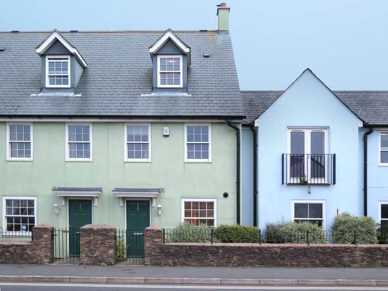 3 Bedrooms Terraced House for sale in Staddiscombe, Plymouth