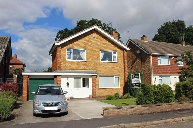 3 Bedrooms Detached House for sale in Sycamore Close, Off Leeds Road, Selby