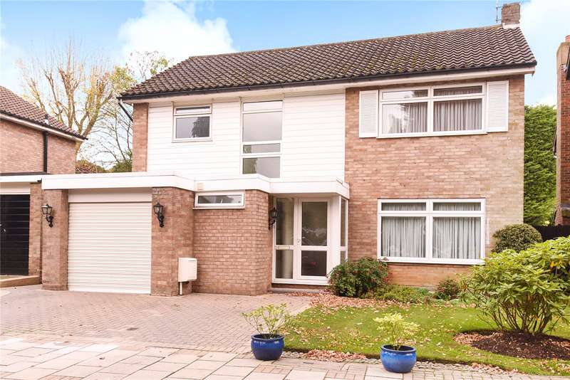4 Bedrooms Detached House for sale in Warburton Close, Harrow Weald, Middlesex, HA3