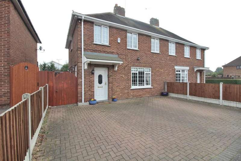 3 Bedrooms Semi Detached House for sale in St. Nazaire Road, Chelmsford, Essex, CM1