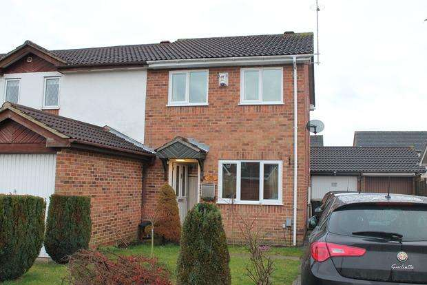 2 Bedrooms Terraced House for sale in Harlestone Close, Luton, LU3