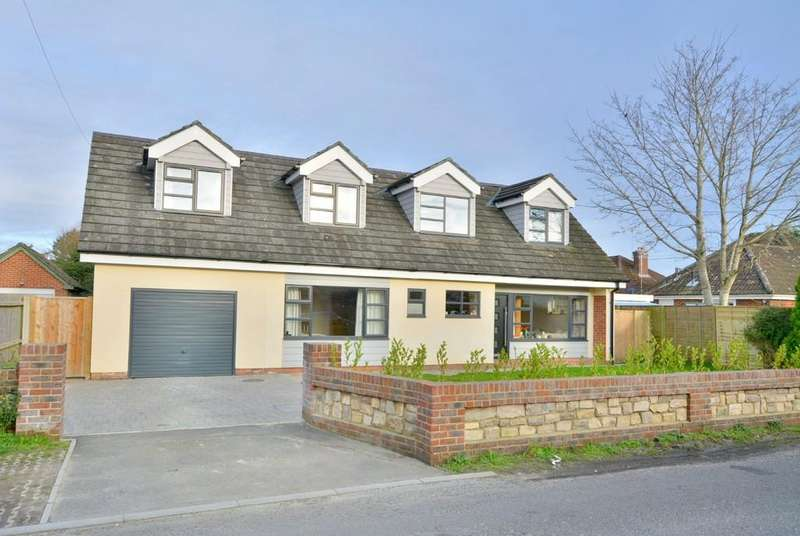 4 Bedrooms Chalet House for sale in Parsonage Barn Lane, Ringwood
