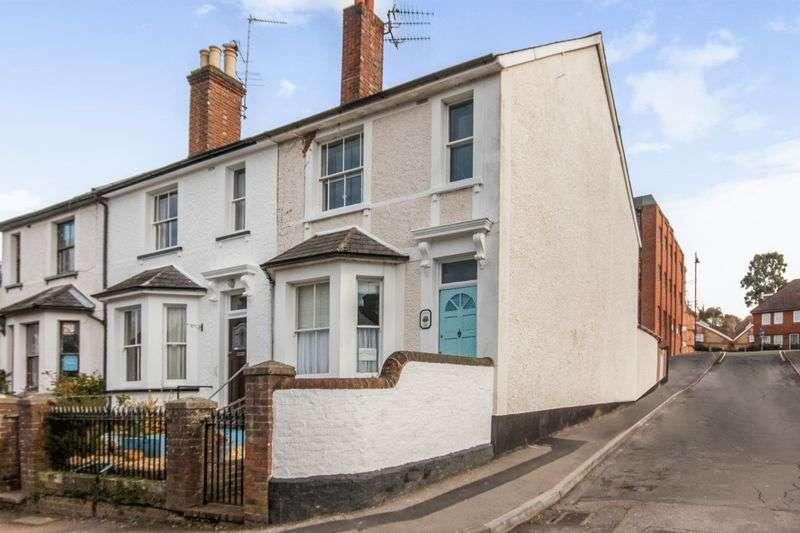 2 Bedrooms Flat for sale in Vincent Road, Dorking, Surrey