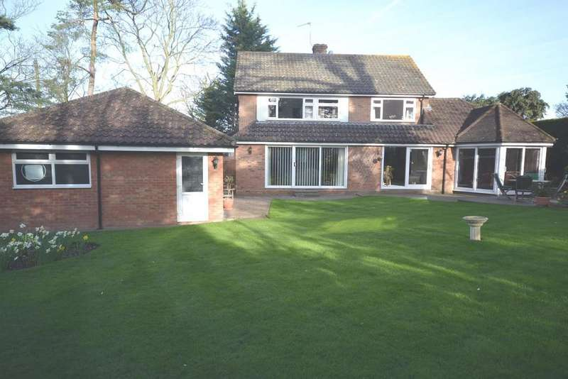 3 Bedrooms Detached House for sale in Ongar Road, Writtle, Essex, CM1