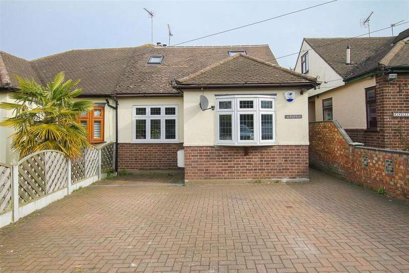 3 Bedrooms Semi Detached Bungalow for sale in Ongar Road, Stondon Massey, Brentwood