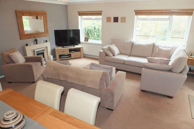 4 Bedrooms House for sale in Drummond Close, Haywards Heath, RH16