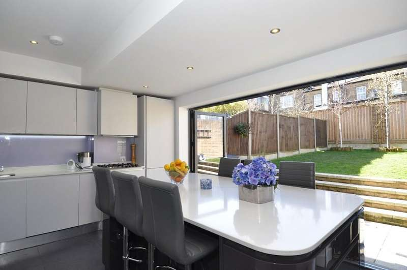 3 Bedrooms End Of Terrace House for sale in Barclay Oval, Woodford Green