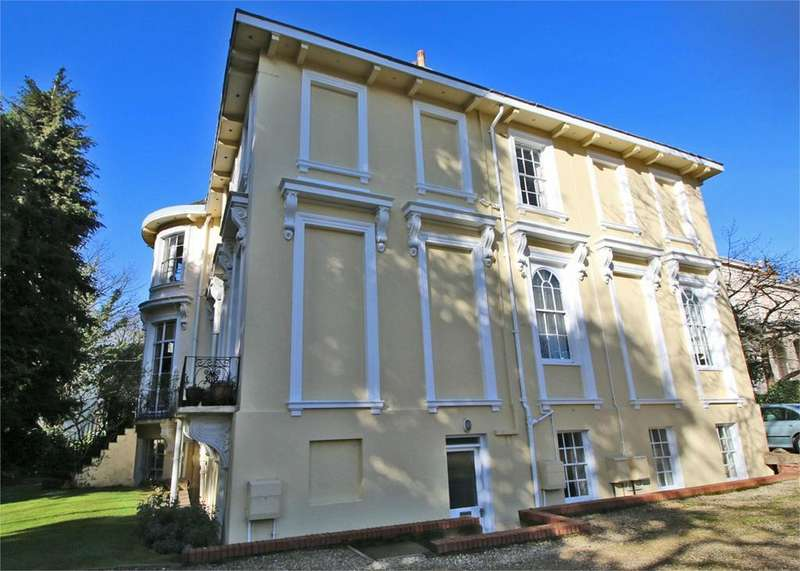 3 Bedrooms Flat for sale in Lansdown Parade, Cheltenham
