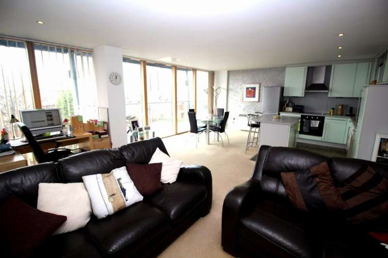 2 Bedrooms Apartment Flat for sale in Warwickgate House, 7 Warwick Road, Old Trafford, Manchester, M16
