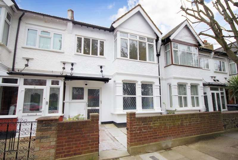 3 Bedrooms Detached House for sale in BRIARFIELD AVE, FINCHLEY, N3