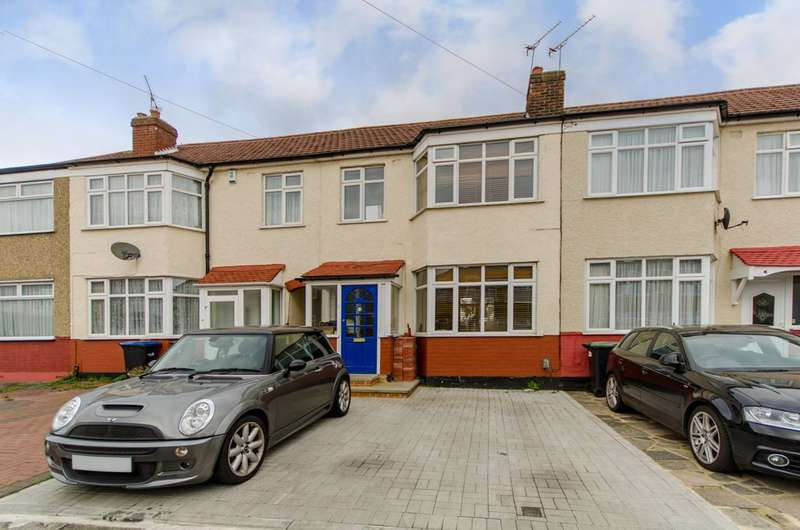 3 Bedrooms Terraced House for sale in Carisbrook Close, Enfield Town, EN1