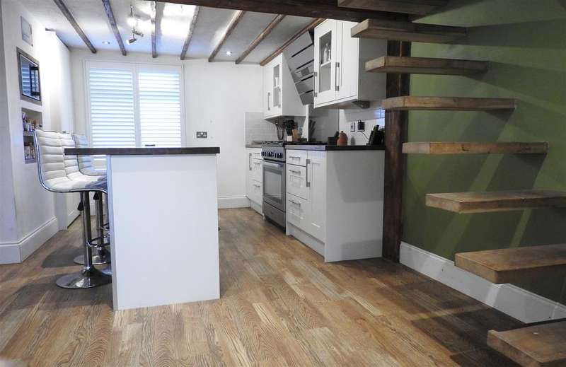 3 Bedrooms Detached House for sale in Maldon Road, Steeple