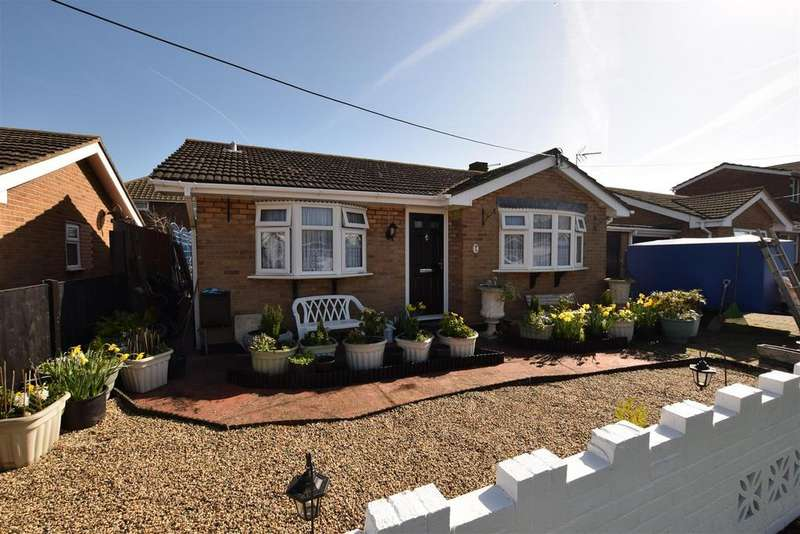 2 Bedrooms Bungalow for sale in Zelham Drive, Canvey Island