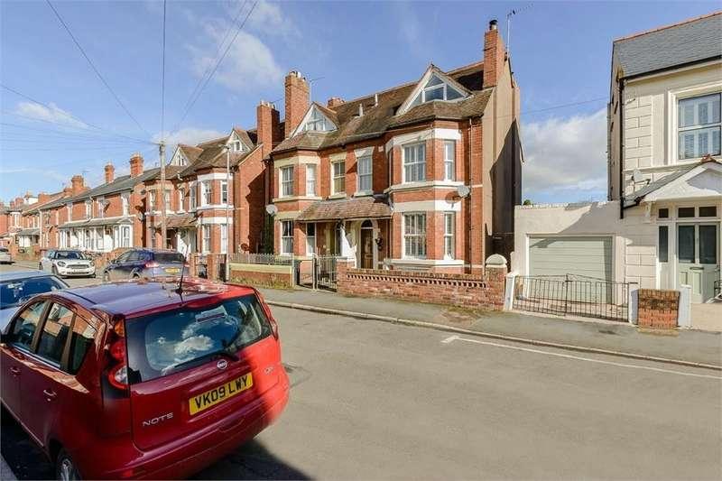 4 Bedrooms Semi Detached House for sale in Chandos Street, Hereford