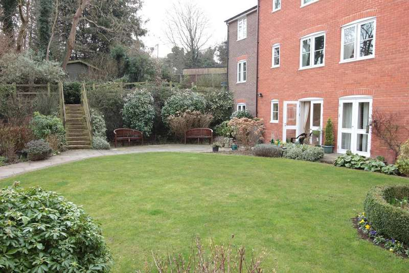 2 Bedrooms Ground Flat for sale in Southdown Road, Harpenden, Hertfordshire, AL5 1QL