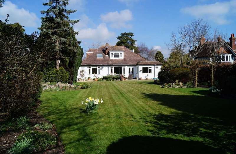 5 Bedrooms Detached House for sale in Holland Road, Steyning, West Sussex, BN44 3GJ