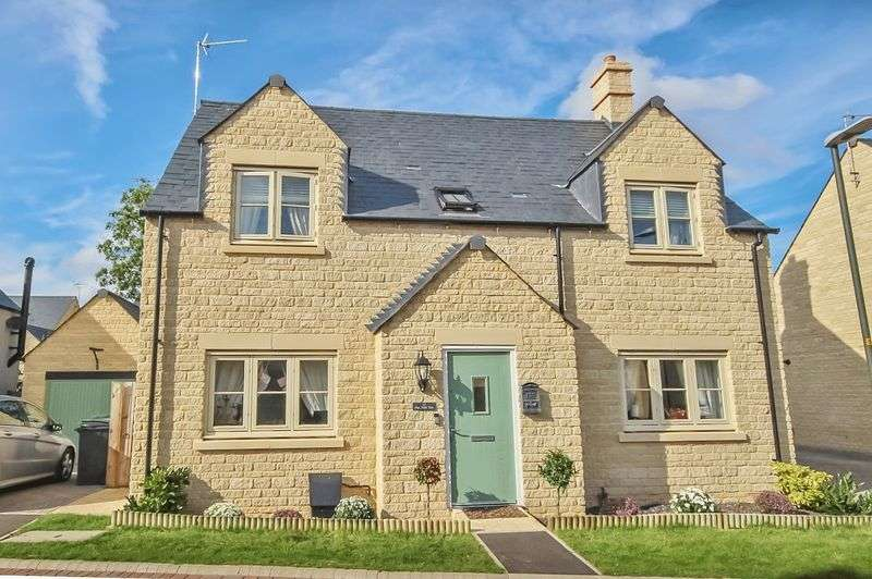 4 Bedrooms Detached House for sale in Pips Field Way, Fairford, Gloucestershire.