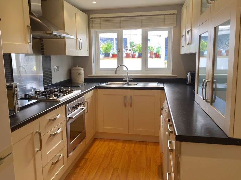 3 Bedrooms Semi Detached House for sale in Hove, East Sussex