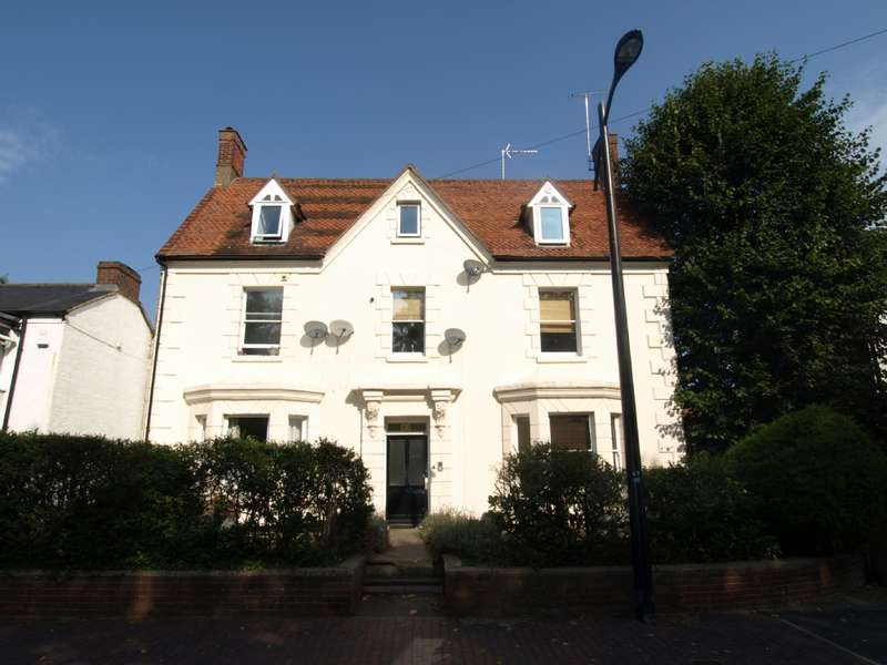 2 Bedrooms Flat for sale in High Street, Newport Pagnell, Buckinghamshire