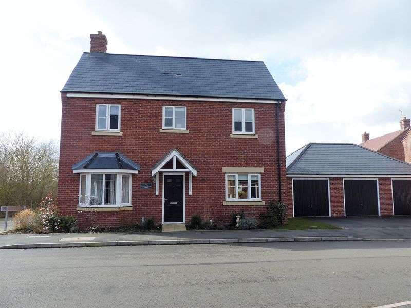 4 Bedrooms Detached House for sale in Brampton Grange Drive, Daventry, NN11 8BE