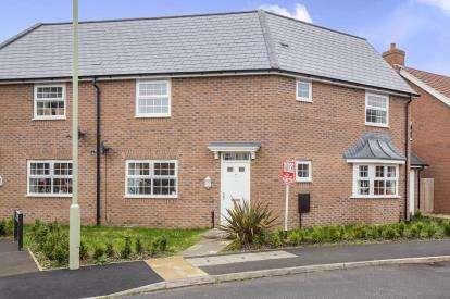 3 Bedrooms Semi Detached House for sale in Brize Avenue, Kingsway, Gloucester, Gloucestershire