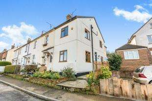 3 Bedrooms End Of Terrace House for sale in Crescent Road, Bletchingley, Redhill, Surrey