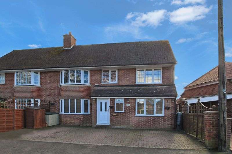 5 Bedrooms Semi Detached House for sale in Hazlemere/Tylers Green Borders